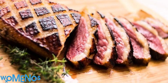 Cooking a duck yourself: a fillet with garnish