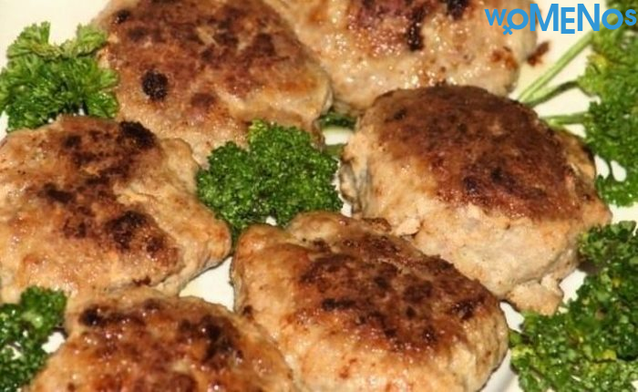 Delicious juicy minced meatballs: cook in a pan yourself