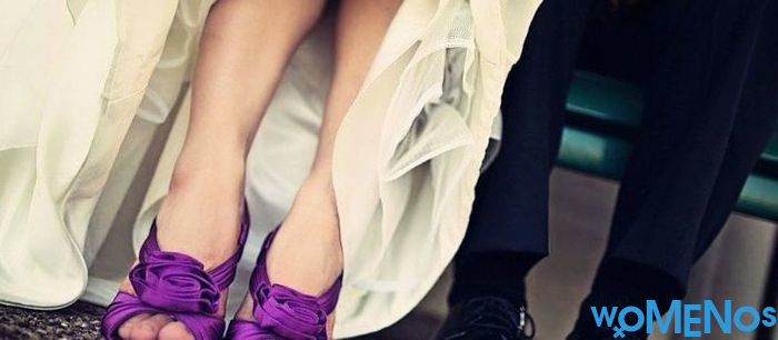 Purple shoes: how to create a vivid eccentric way?