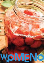 How to cook a delicious thick strawberry jam with whole berries?